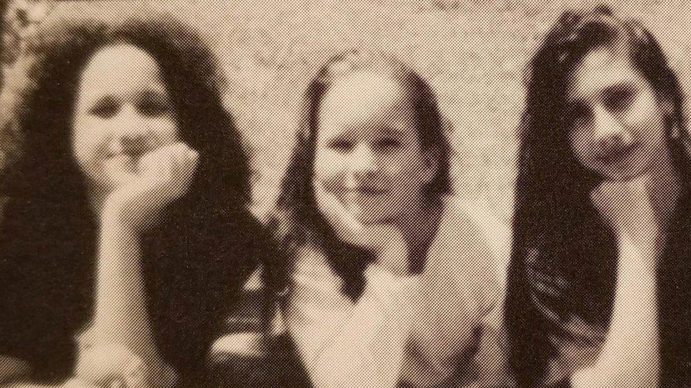 Meghan Markle og en venn fra en barneskole årbok bilde