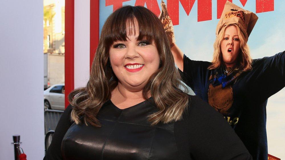 Melissa McCarthy med smell, smilende på Tammy premiere