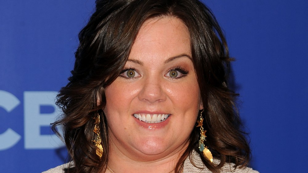 Melissa McCarthy smiler på et CBS-arrangement
