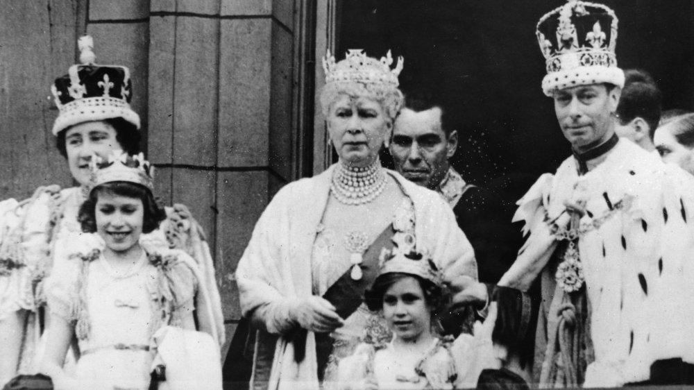 ing George VI, Dronning Elizabeth, prinsesser Elizabeth og Margaret og Dronning Mary i 1937