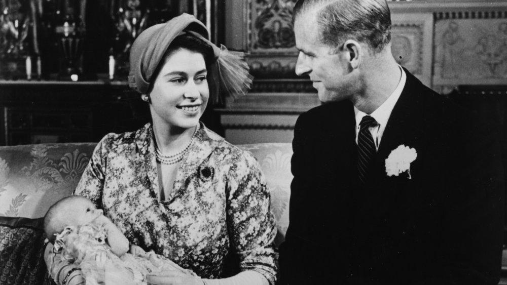 Prinsesse Elizabeth og prins Philip på prinsesse Annes dåp i 1950