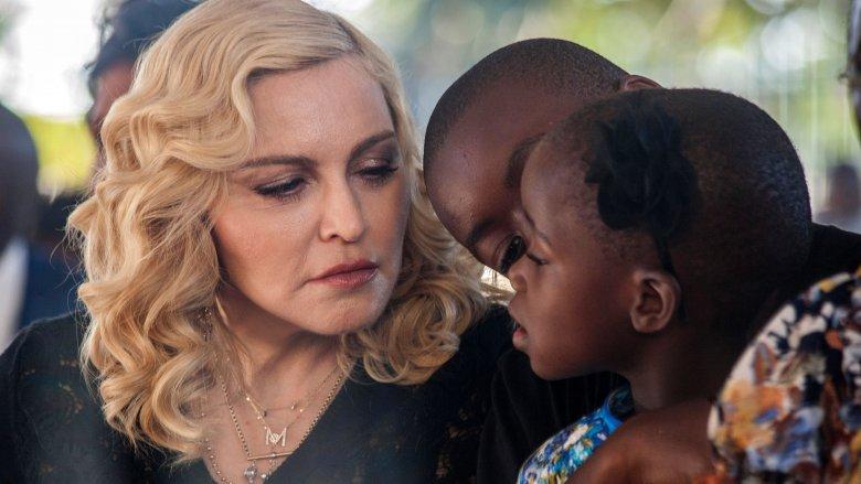 Madonna, David og en av tvillingene