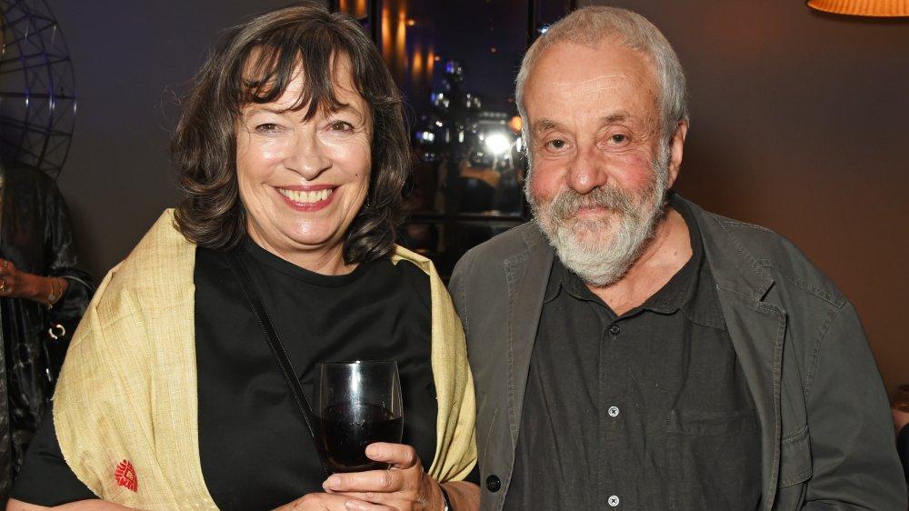 Marion Bailey og Mike Leigh smiler begge