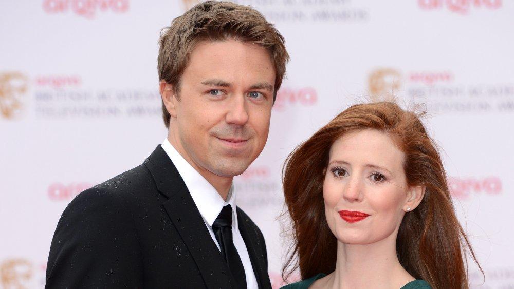 Andrew Buchan og Amy Nuttall poserer og smiler