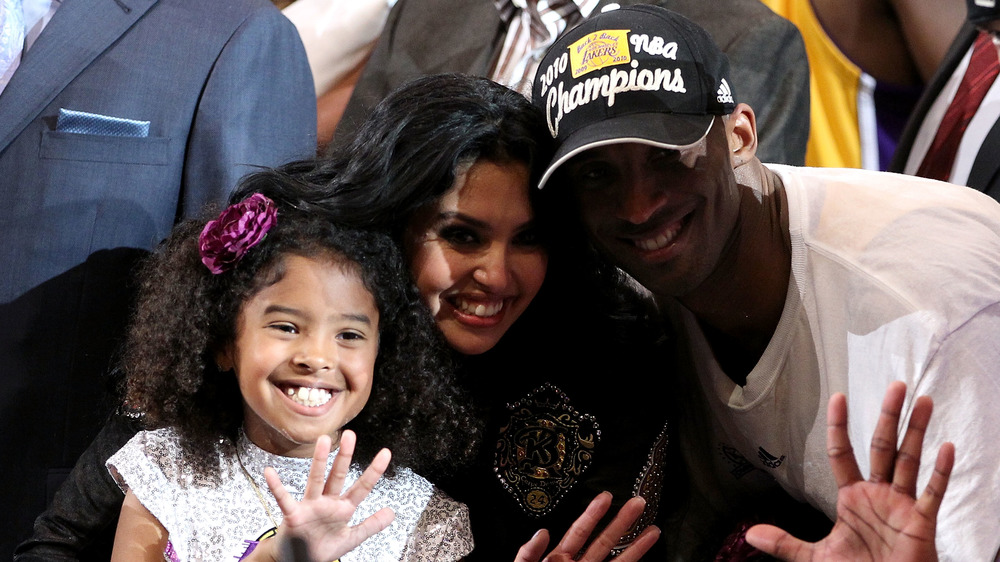 Vanessa Bryant og Kobe Bryant med datteren