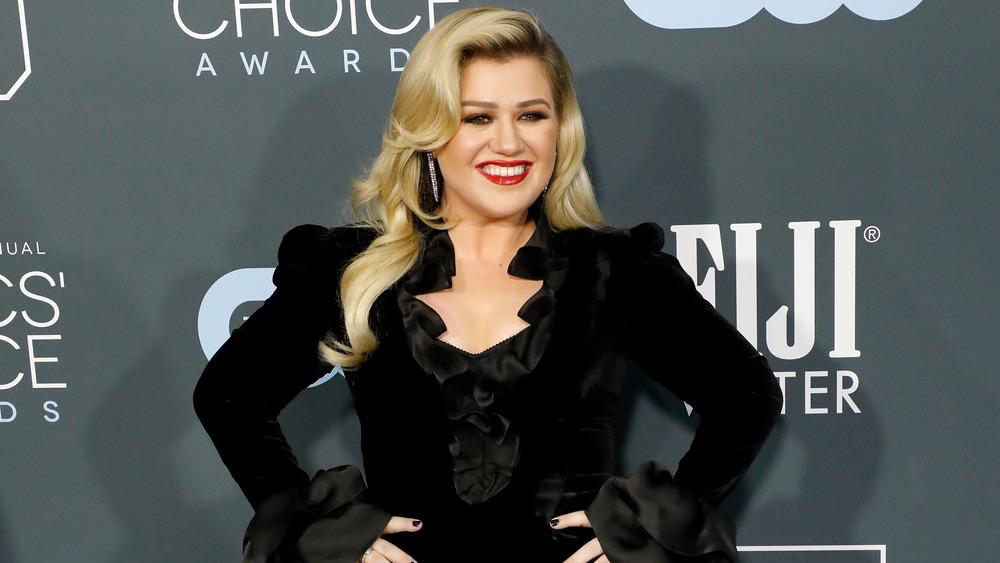 Kelly Clarkson smiler