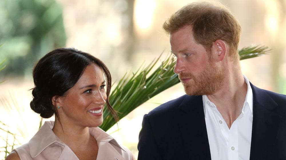 Meghan Markle smiler til prins Harry