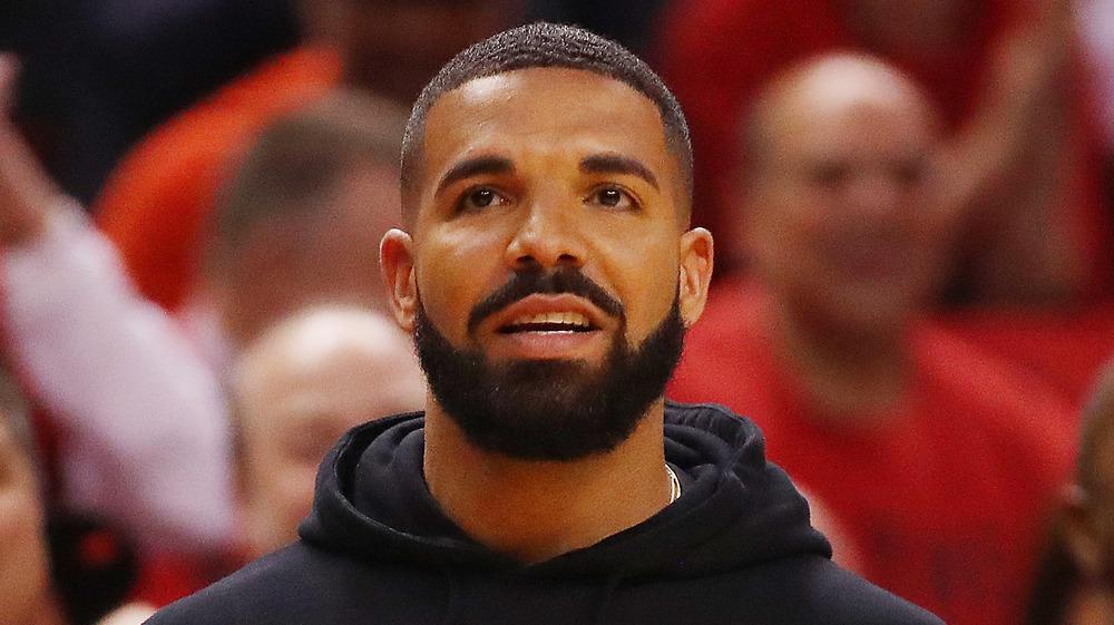 Drake ser bekymret ut