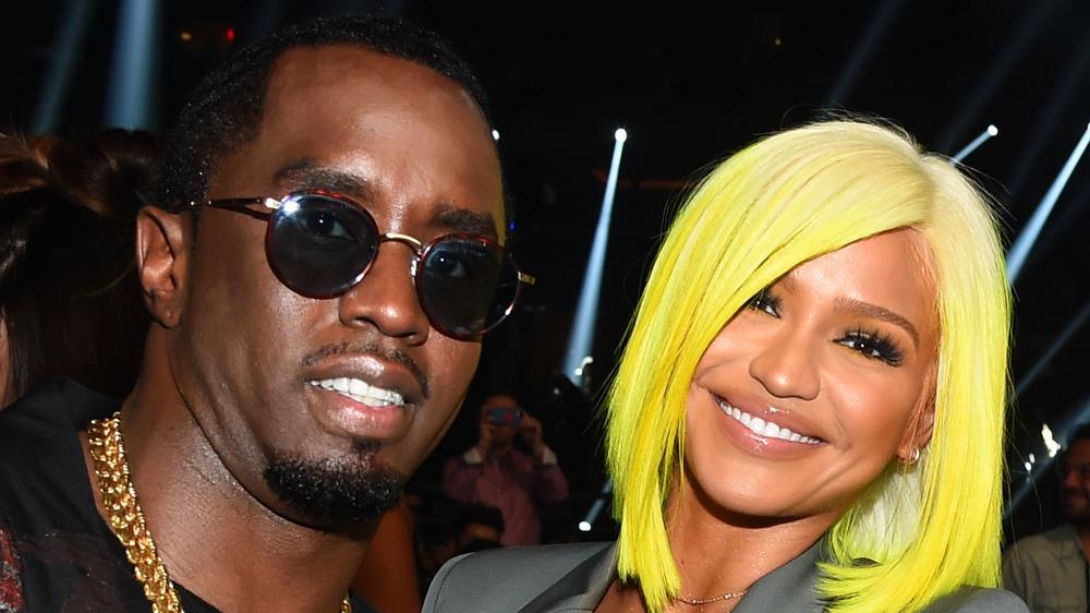 Diddy og Cassie smiler
