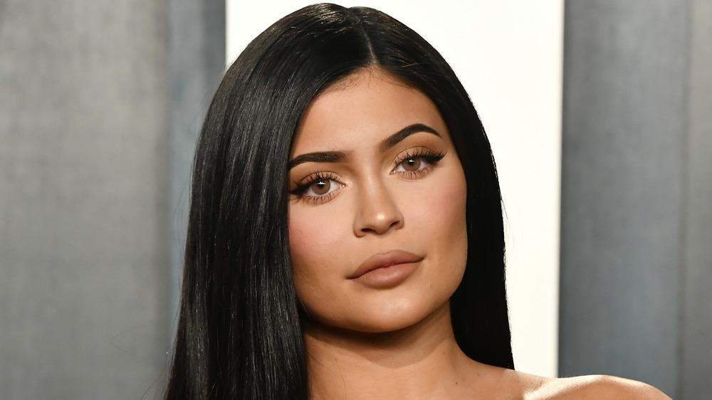 Kylie Jenner ser seriøs ut