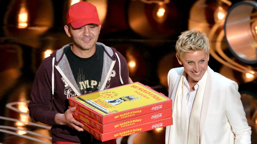 Ellen DeGeneres på Oscar-scenen med pizzamann