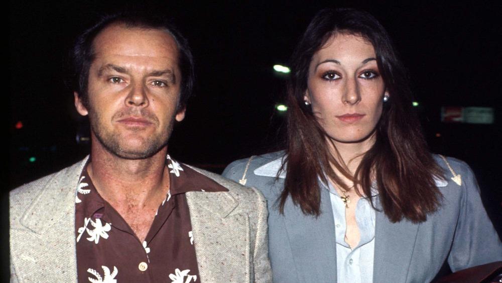 Jack Nicholson og Anjelica Huston ser spent ut