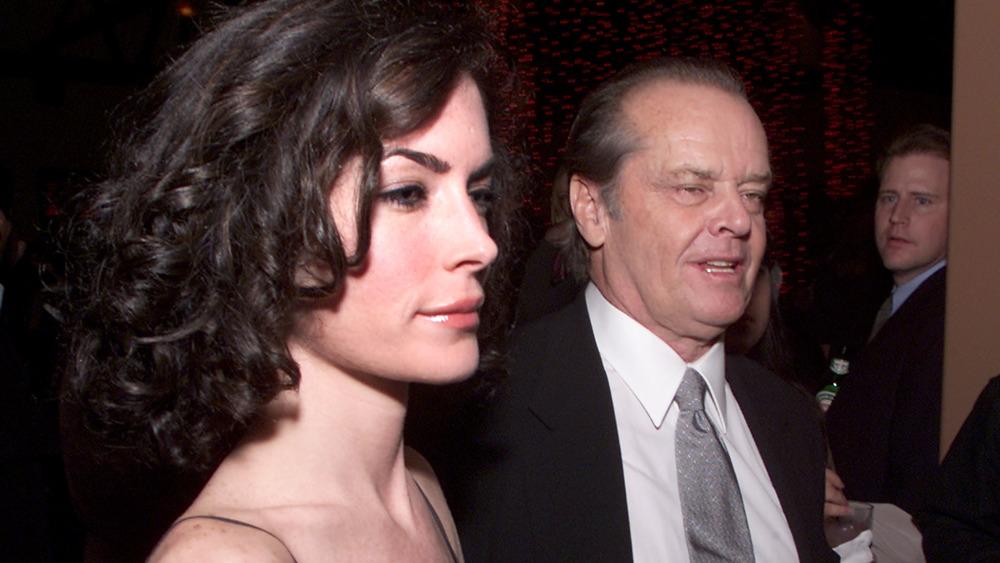 Lara Flynn Boyle ser trist ut på en fest med Jack Nicholson