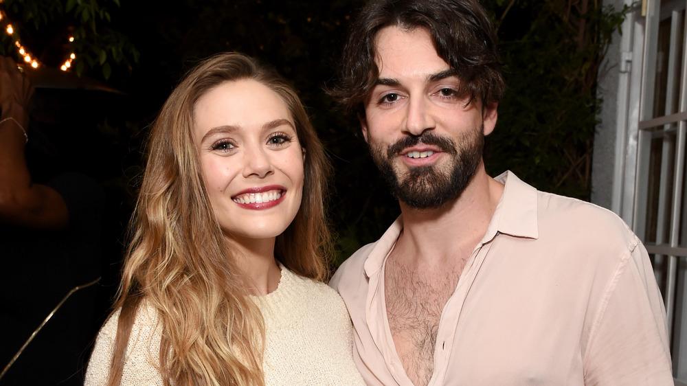 Elizabeth Olsen og Robbie Arnett smilende