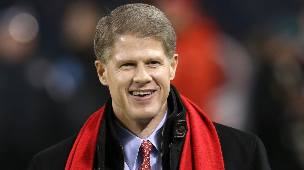 Clark Hunt smiler til en fotballkamp