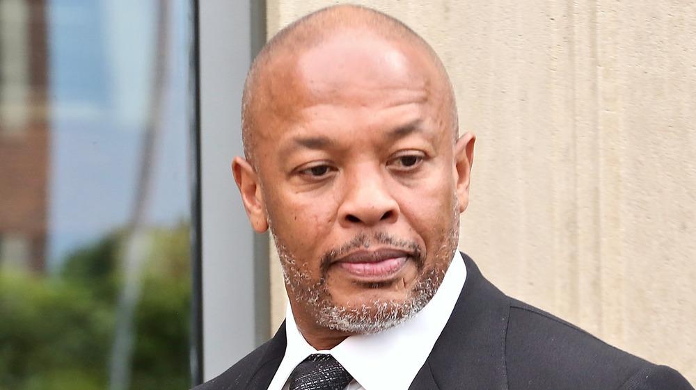 Dr. Dre ser ned