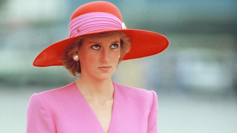 Prinsesse Diana rosa og rød hatt