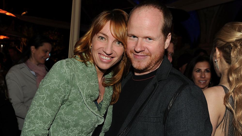 Kai Cole og Joss Whedon smiler
