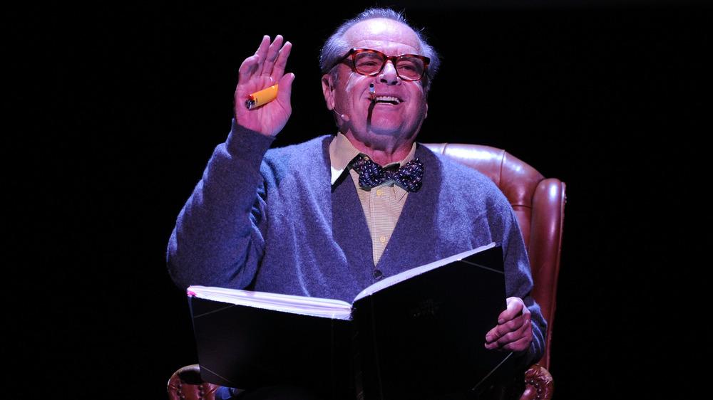 Jack Nicholson på scenen, leser