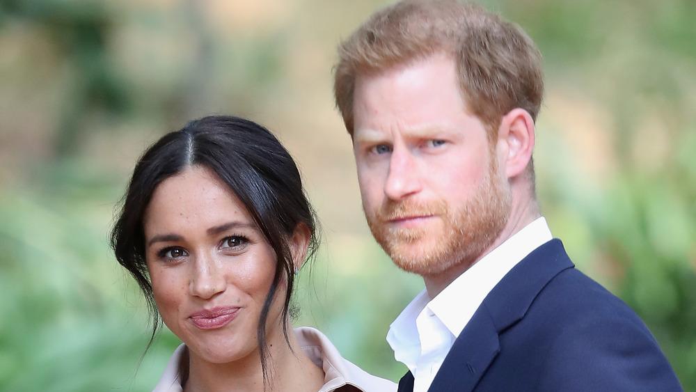 Meghan Markle og prins Harry stirrer