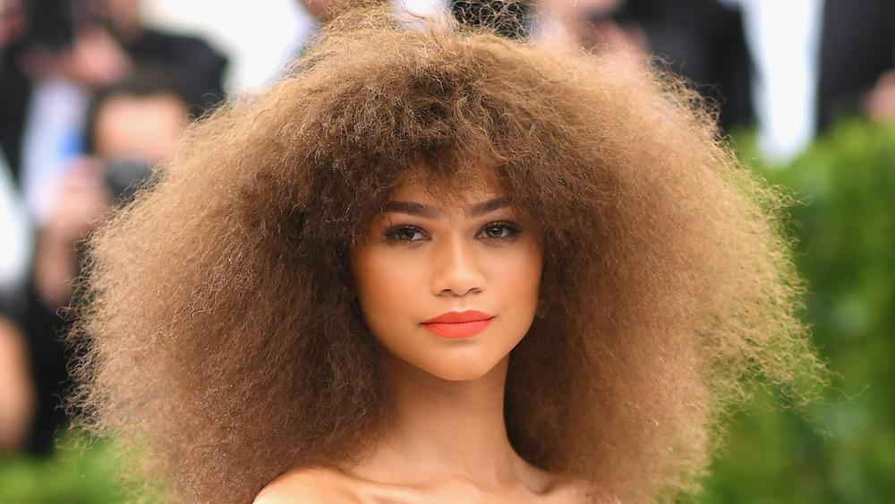 Zendaya med en stor frisyre