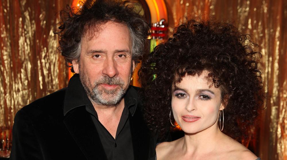 Tim Burton og Helena Bonham Carter poserer sammen på et arrangement