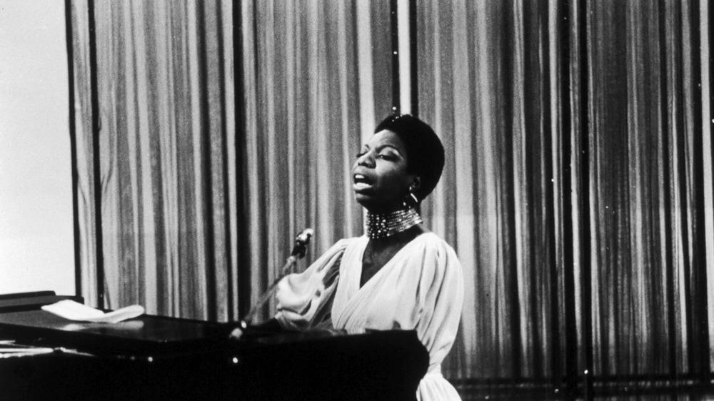 Nina Simone opptrer på TV