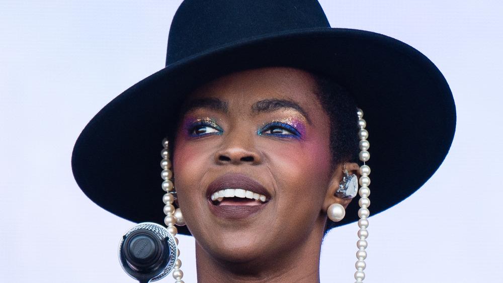 Lauryn Hill opptrer på scenen