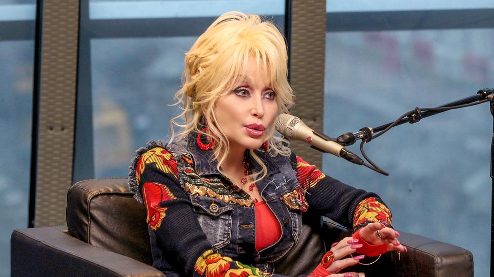 Dolly Parton blir intervjuet