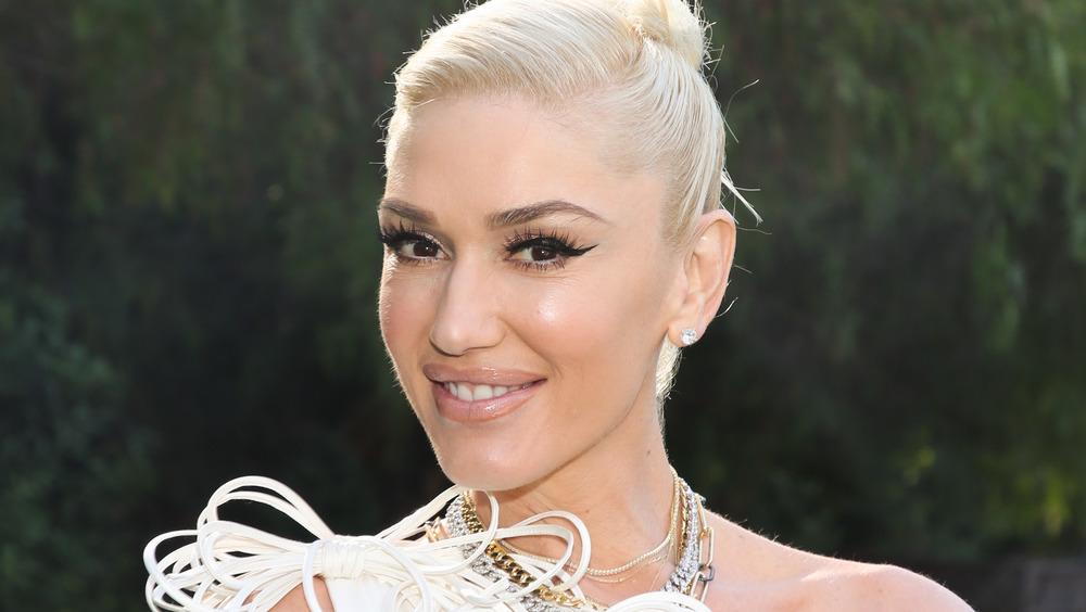 Gwen Stefani smiler