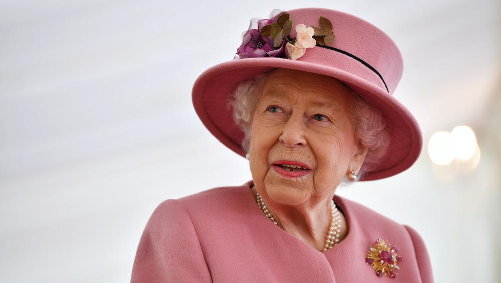 Dronning Elizabeth rosa hatt