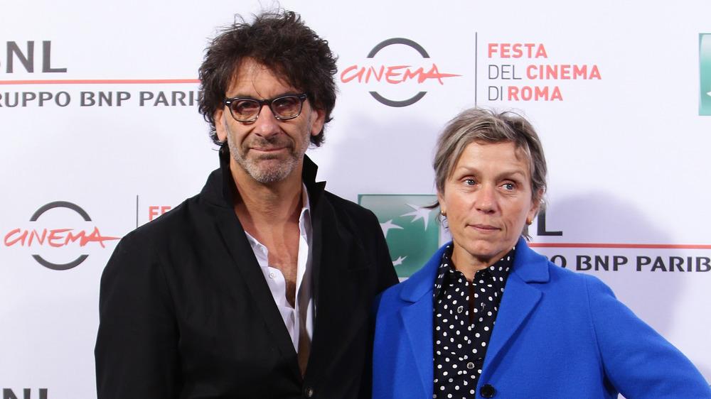 Frances McDormand og Joel Coen på prisutstilling