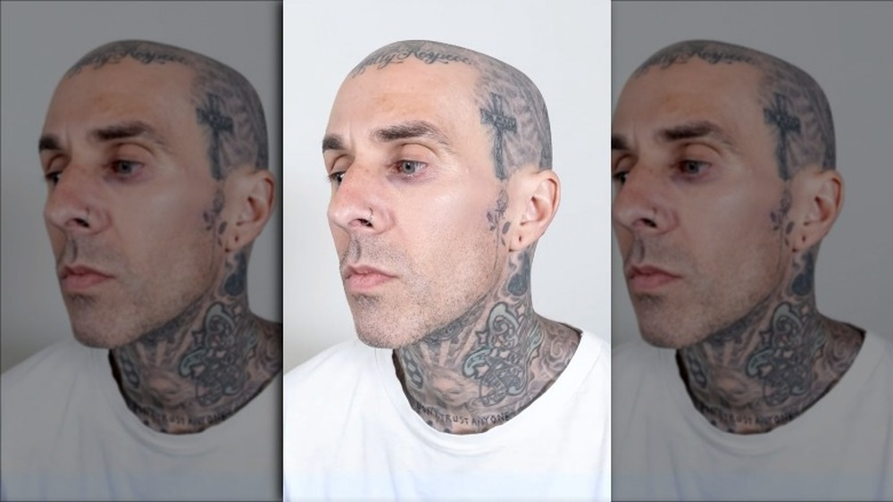 Travis Barker uten ansikts tatoveringer