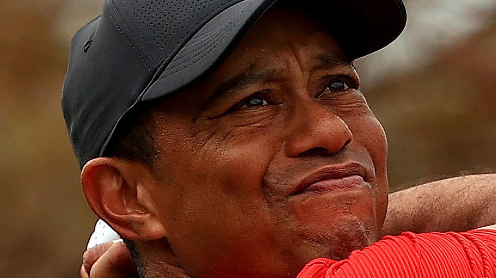 Tiger Woods gjør seriøst ansikt