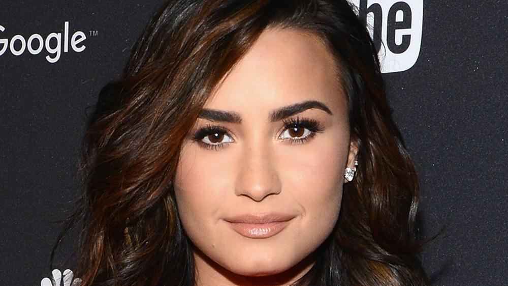 Demi Lovato smiler