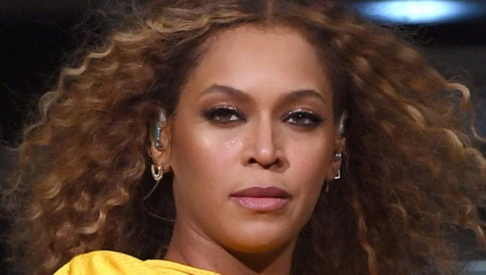 Beyonce gir et skarpt blikk mens hun opptrådte på Coachella i 2018