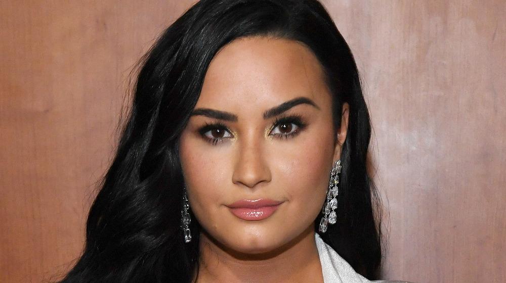 Demi Lovato poserer