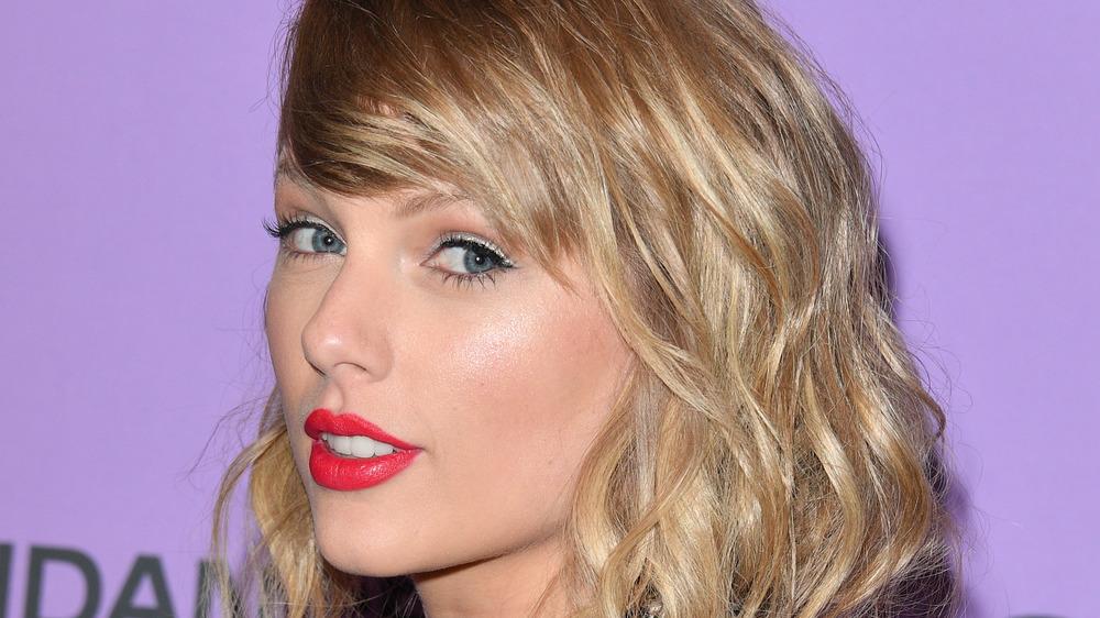 Taylor Swift på rødt teppearrangement