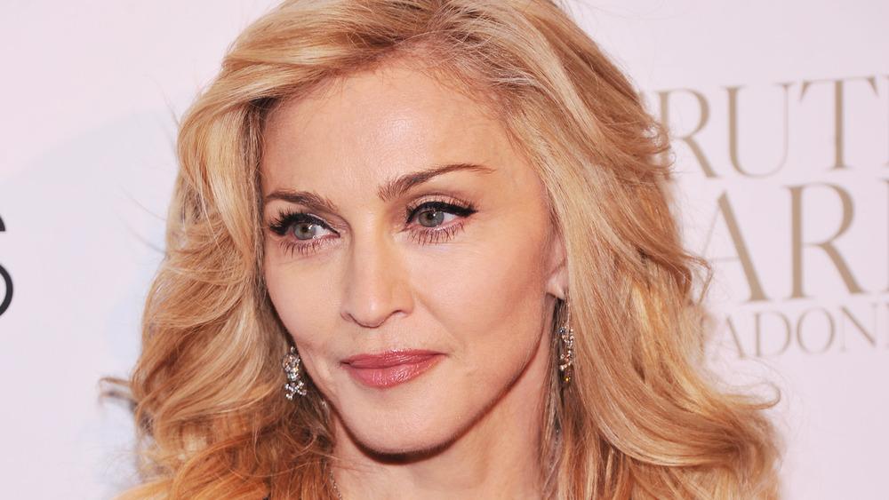 Madonna poserer på et arrangement