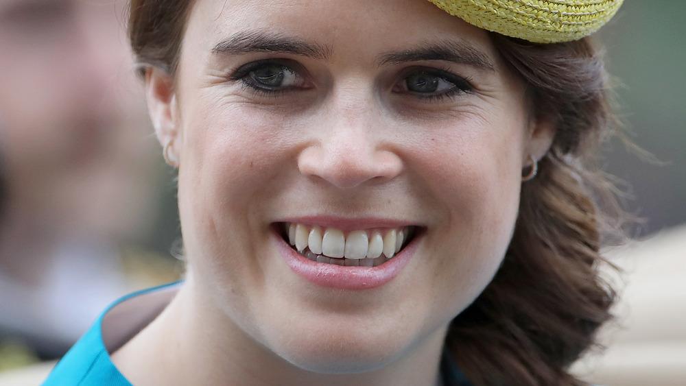 Prinsesse Eugenie smiler