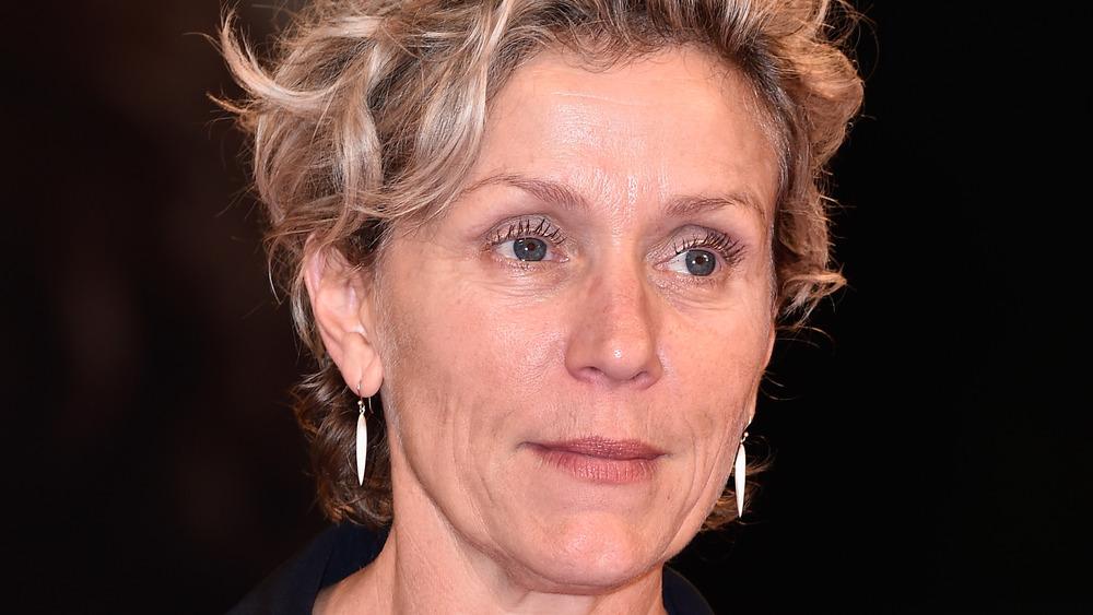 Frances McDormand poserer