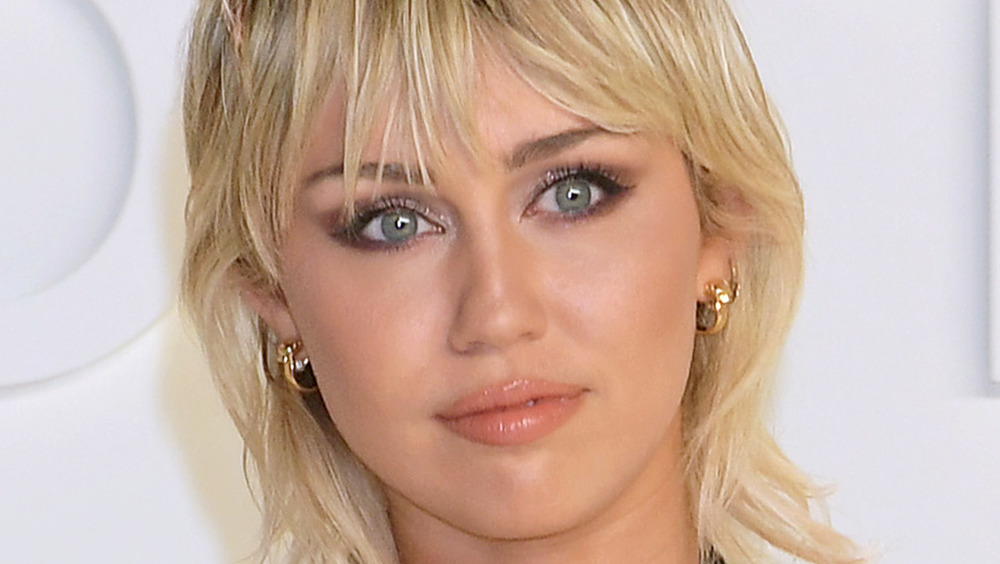 Miley Cyrus poserer