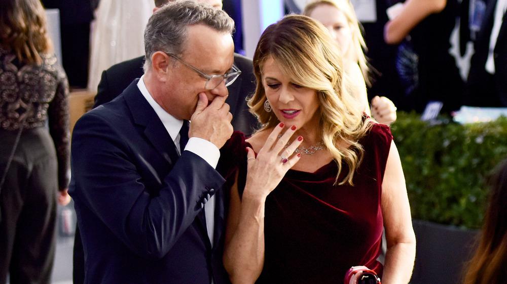 Hviskende Tom Hanks og Rita Wilson