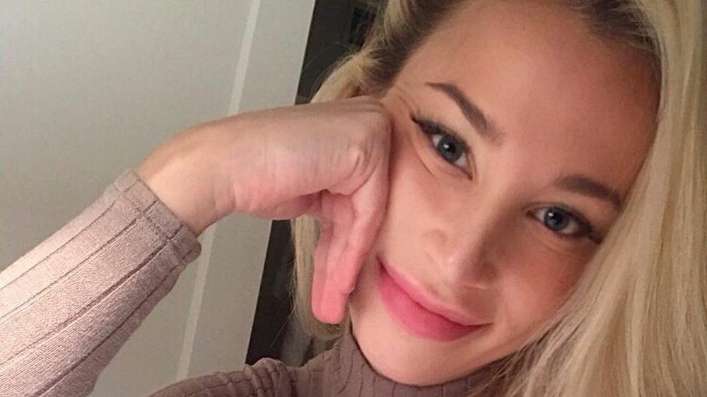 Sophia Phalen Bertolami tar en selfie