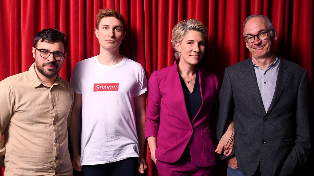 """Simon Bird, Tom Rosenthal, Tamsin Greig og Paul Ritter på """"Friday Night Dinner"""" -premieren"""