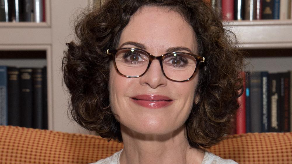 Elizabeth Vargas briller