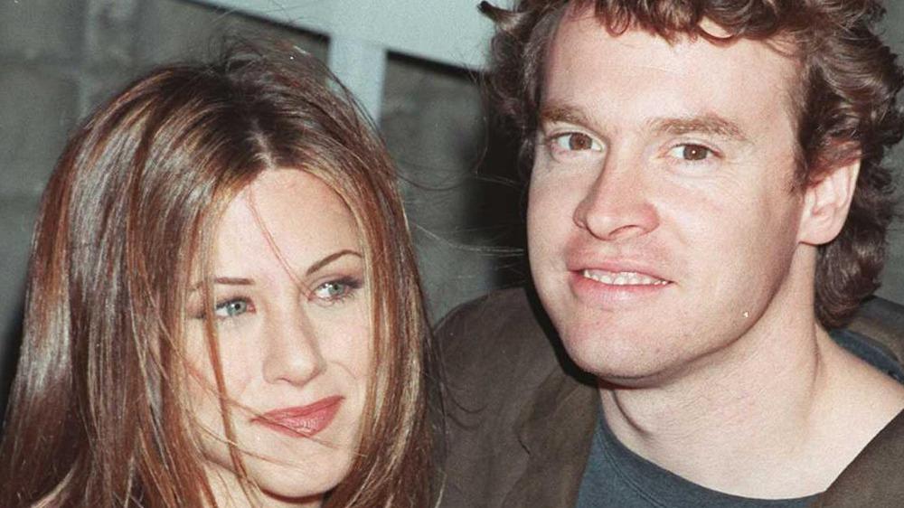 Jennifer Aniston og Tate Donovan smiler