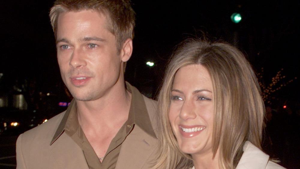 Brad Pitt og Jennifer Aniston smiler