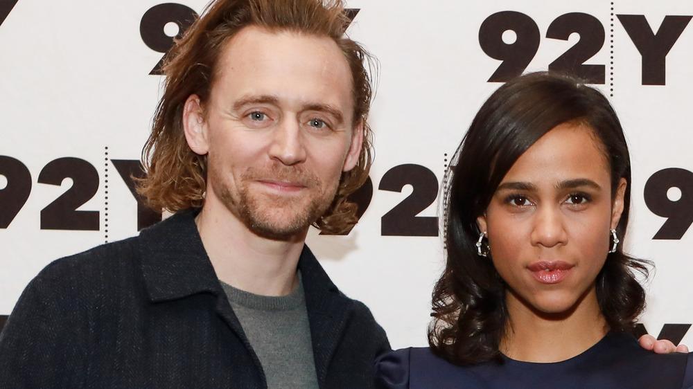 Tom Hiddleston poserer med Zawe Ashton