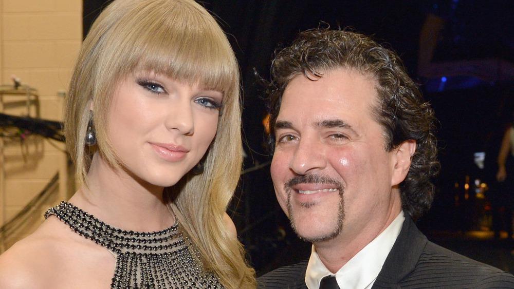 Taylor Swift og Scott Borchetta på CMA